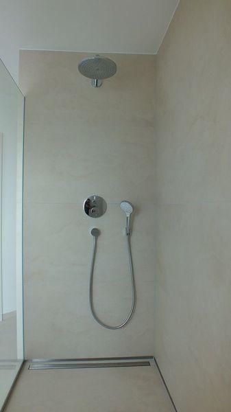Moderne Dusche Barrierefrei : Moderne Gro?formatfliesen, Dusche barrierefrei
