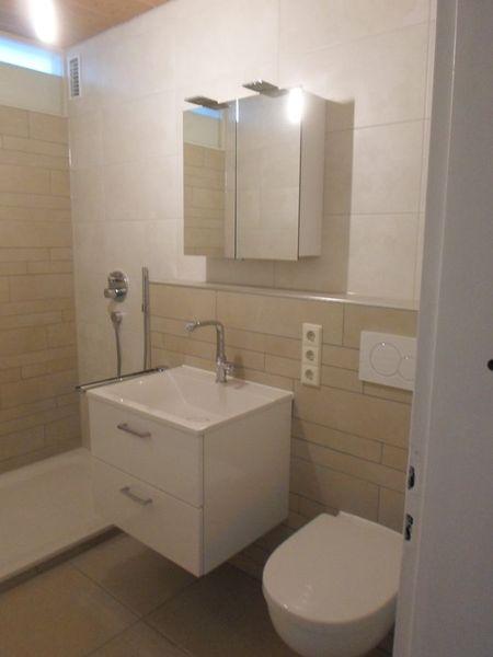 Helle Fliesengestaltung Bad Dusche