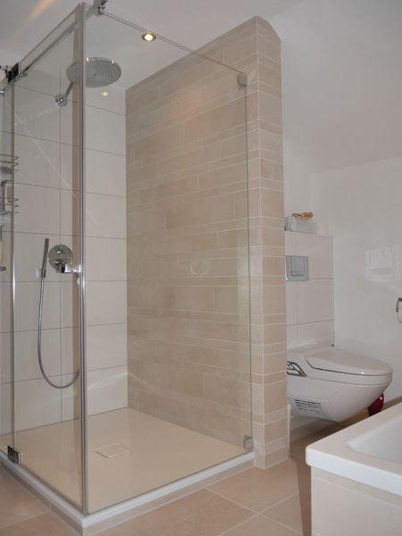 Helle fliesengestaltung bad dusche for Fliesengestaltung dusche