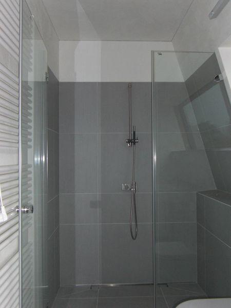 Helle fliesengestaltung bad dusche - Wandfliesen dusche ...